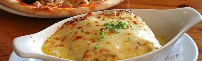 | Gerichte mit Käse überbacken